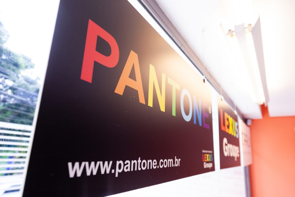 Pantone Metallics - Espaço da Cor Pantone - Lexus Groupe